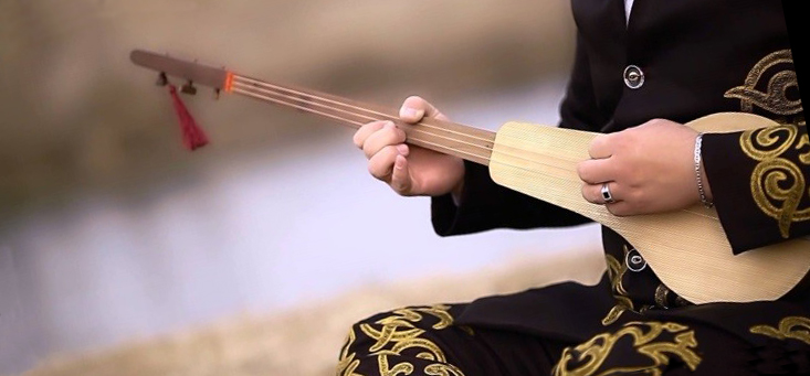 комуз киргизский музыкальный инструмент музстори