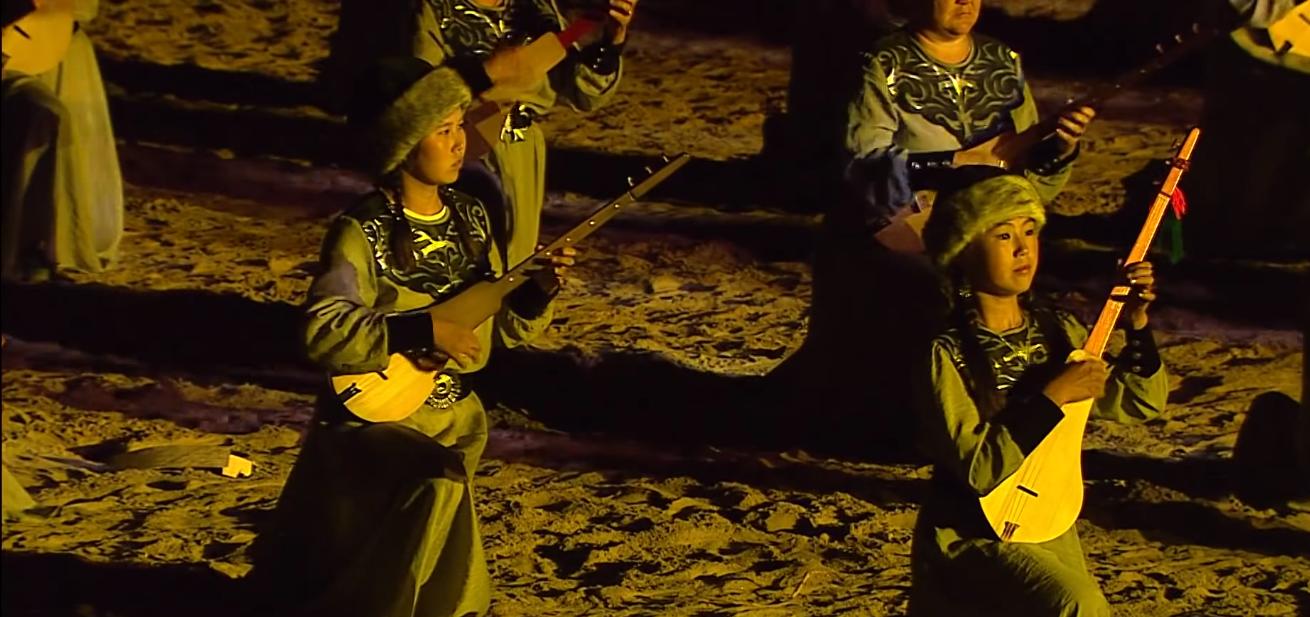 комуз музыкальный инструмент музстори